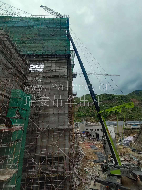 瑞安吊车租赁:500吨副臂+超起网架吊装成
